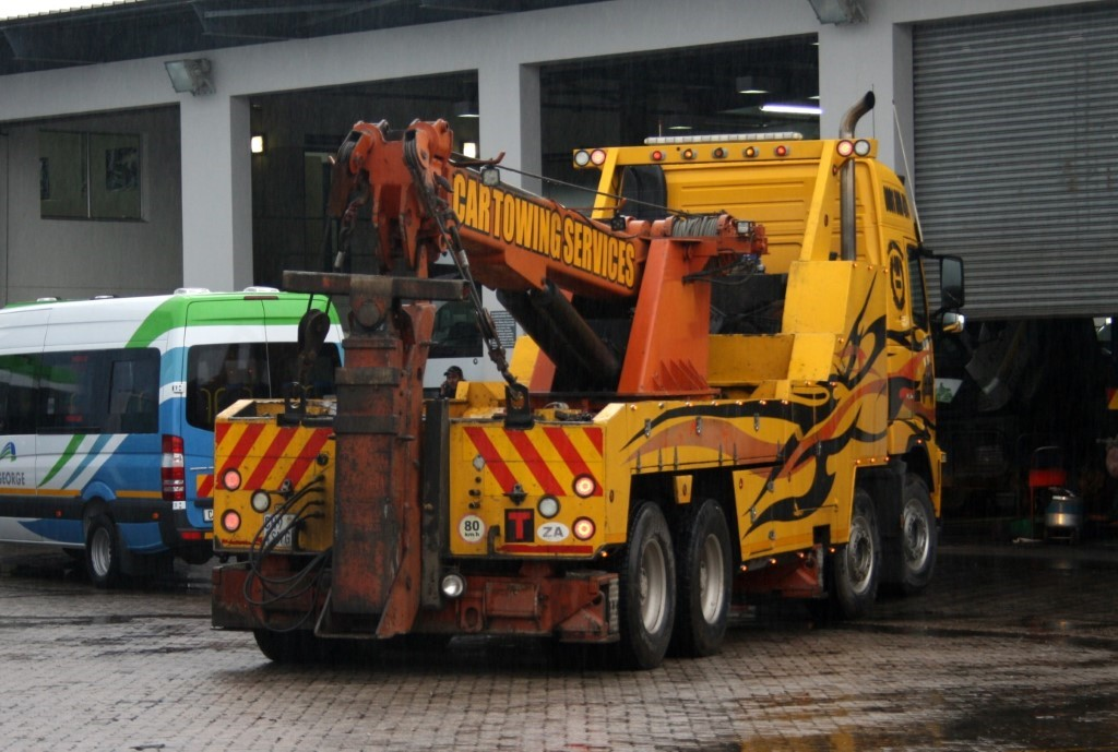 File:Car Towing Services Volvo heavy duty tow truck (19726403209 ...